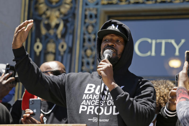 """Jamie Foxx speaks to a large crowd during a """"kneel-in"""" to protest police racism on the steps of City Hall Monday, June 1, 2020, in San Francisco. (AP Photo/Eric Risberg)"""