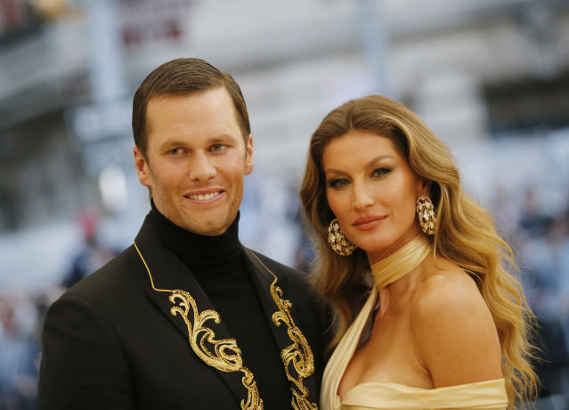 """Bündchen (with husband Tom Brady in 2018) says people need """"discipline"""" to maintain her her wellness-oriented lifestyle. (Photo: REUTERS/Eduardo Munoz)"""