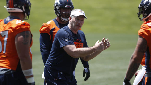 Broncos OL coach Mike Munchak has already made Ron Leary a better player