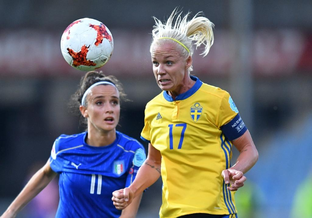 Italy and Sweden clash at the UEFA Women's Euro 2017 championships in the Netherlands (AFP Photo/DANIEL MIHAILESCU)