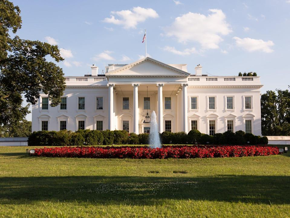 White House seen from 1600 Pennsylvania Avenue