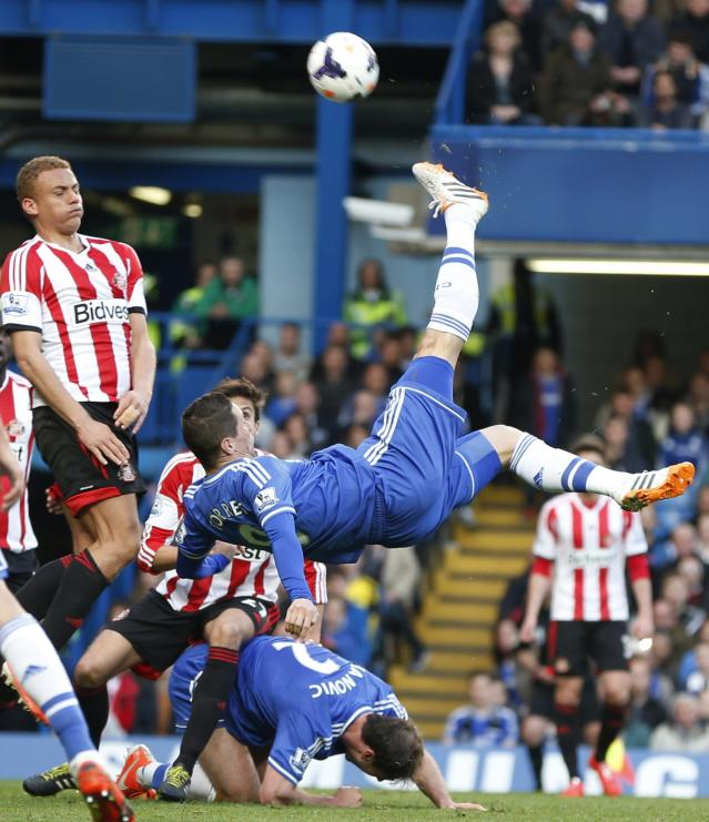 """FILE - In this Saturday, April 19, 2014 file photo Chelsea's Fernando Torres, center, takes a shot during the English Premier League soccer match against Sunderland at the Stamford Bridge ground in London. Chelsea said Friday, Aug. 29, 2014 t has agreed terms with AC Milan for striker Fernando Torres to join the Serie A club in a two-year loan deal. The Premier League club said in a statement that """"the move is now subject to Fernando agreeing personal terms with AC Milan and passing a medical examination."""" (AP Photo/Lefteris Pitarakis, File)"""