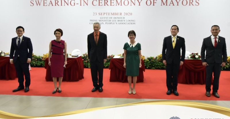 From left to right: Mayors Alex Yam, Low Yen Ling, PM Lee Hsien Loong, Mayors Denise Phua, Desmond Choo and Fahmi Aliman during the swearing-in ceremony on 23 September, 2020. (PHOTO: PA, CDC)