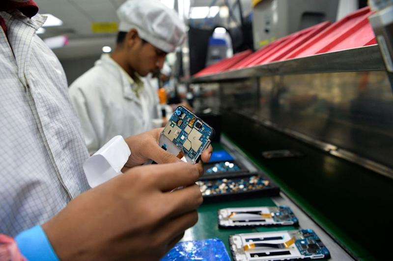 Govt Welcomes Apple, Samsung's Local Manufacturing Move, Chinese OEMs Skip PLI Offer