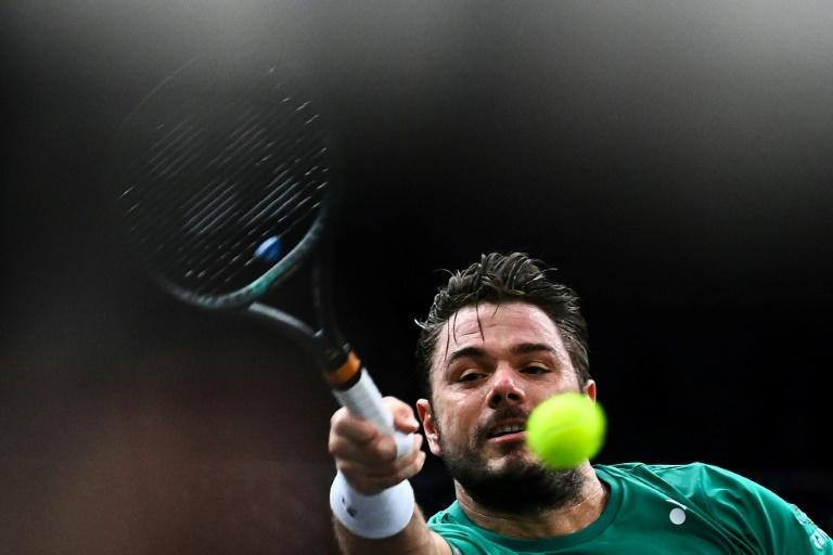 Wawrinka beat Evans at Bercy Arena on Tuesday