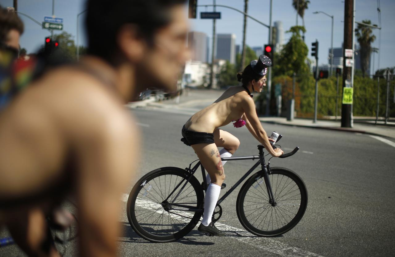 People ride in the World Naked Bike Ride in Los Angeles, California June 14, 2014. The event aims to defend the right of cyclists to ride on the streets in safety, according to organisers. REUTERS/Lucy Nicholson (UNITED STATES - Tags: SOCIETY)
