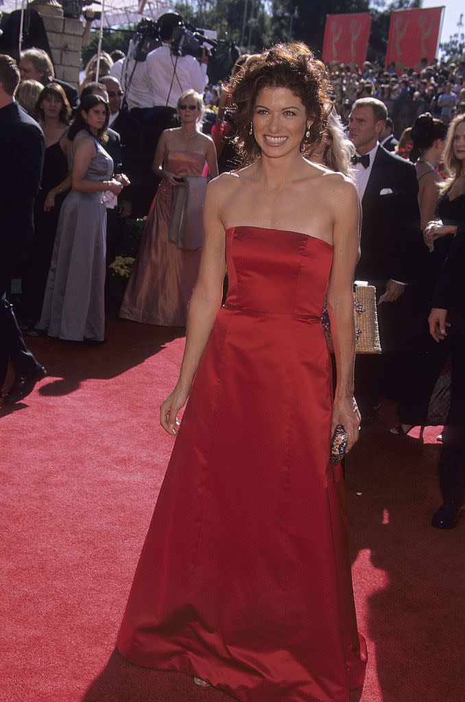 Debra Messing attends the Emmy Awards on Sept. 10, 2000. (Photo: Ron Galella, Ltd./Ron Galella Collection via Getty Images)
