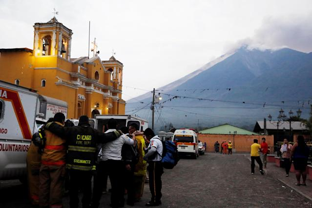 <p>Firefighters pray after Fuego volcano erupted violently in San Juan Alotenango, Guatemala June 3, 2018. (Photo: Luis Echeverria/Reuters) </p>