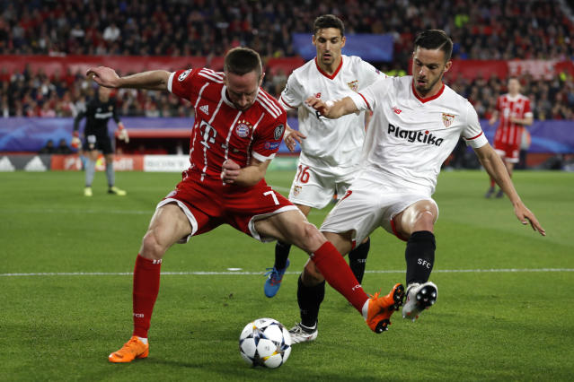 Bayern's Franck Ribery, left, Sevilla's Pablo Sarabia, right, and Sevilla's Jesus Navas, background, challenge for the ball during the Champions League quarter final first leg soccer match between Sevilla FC and FC Bayern Munich at the Sanchez Pizjuan stadium in Seville, Spain, Tuesday, April 3, 2018. (AP Photo/Miguel Morenatti)