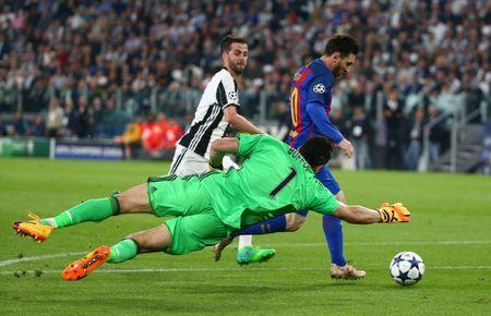 Football Soccer - Juventus v FC Barcelona - UEFA Champions League Quarter Final First Leg - Juventus Stadium, Turin, Italy - 11/4/17 Barcelona's Lionel Messi scores a goal that is disallowed as Juventus' Gianluigi Buffon attempts to make a save Reuters / Alessandro Bianchi Livepic