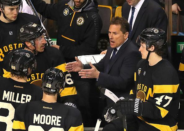 "BOSTON – MARCH 4: Bruins coach Bruce Cassidy has a talk with his players with 0.9 sec left in the third period with the Bruins up 3-2. The Boston Bruins host the <a class=""link rapid-noclick-resp"" href=""/nhl/teams/njd/"" data-ylk=""slk:New Jersey Devils"">New Jersey Devils</a> at TD Garden in Boston on Feb. 4, 2017. (Photo by John Tlumacki/The Boston Globe via Getty Images)"