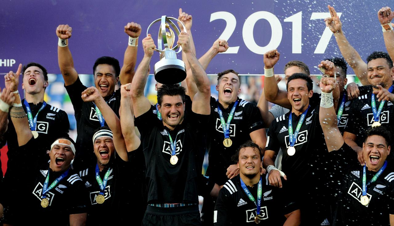 New Zealand's players celebrate with the trophy (AFP Photo/Vano Shlamov)