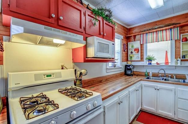 <p>The house has a gas kitchen for all the keen cooks out there. Photo: www.realtor.com </p>