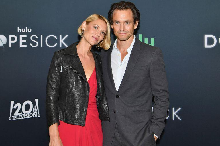 """US actress Claire Danes and husband Hugh Dancy attends the Hulu premiere of """"Dopesick"""" at the Museum of Modern Art (MoMA) on October 4, 2021 in New York City. (Photo by Angela Weiss / AFP)"""