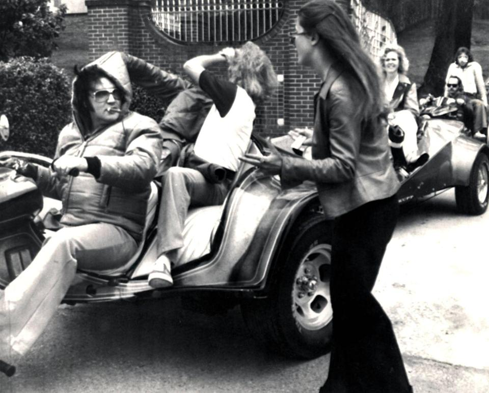<p>While preparing for a motorcycle ride around the neighborhood, Elvis stops for an admiring fan who wanted to catch a glimpse of the singer. </p>