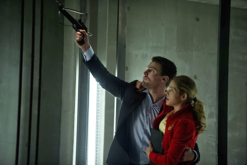 """Darkness on the Edge of Town"" -- Stephen Amell as Oliver Queen and Emily Bett Rickards as Felicity Smoak"