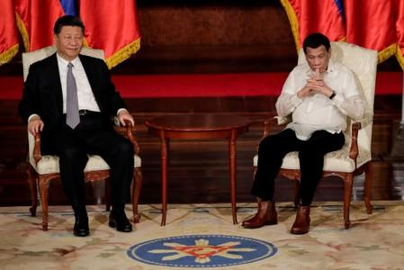 Philippines' Duterte says Xi offering gas deal if arbitration case ignored