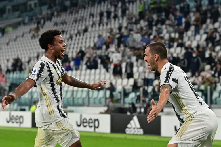 Juventus midfielder Weston McKennie (L) has recovered from coronavirus