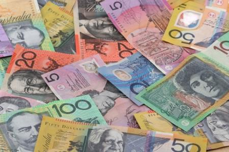 Investing.com - The Australian dollar edged lower against its U.S. counterpart on Monday, while the New Zealand dollar was little changed as concerns over U.S. political tensions seemed to ease and as markets were still digesting the Barcelona terrorist attack.