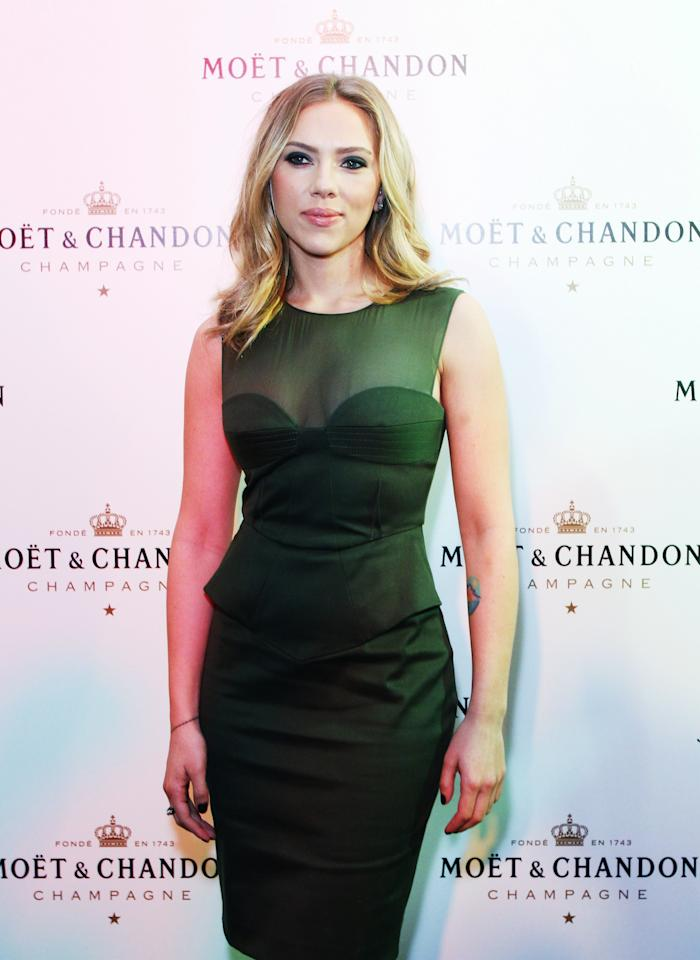 Hollywood star Scarlet Johansson shows how to work the colour in a peplum style.