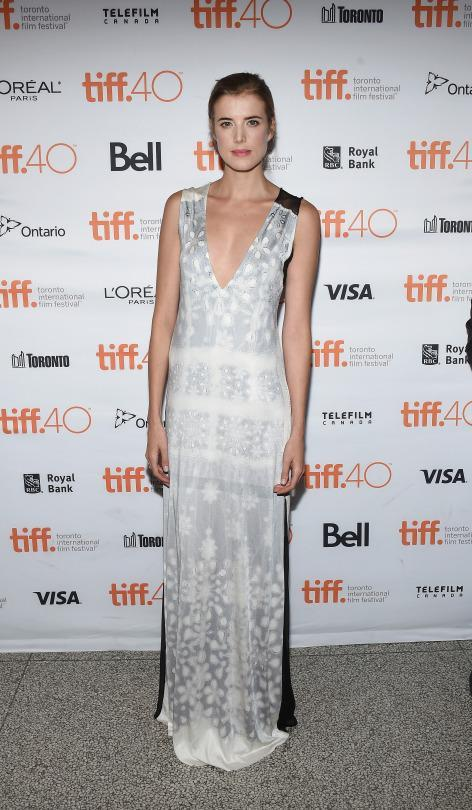 "<p>Agyness Deyn brought her film ""Sunset Song"" to the photo call 2015 Toronto International Film Festival ironically enough wearing a white dress covered in snowflakes. </p>"