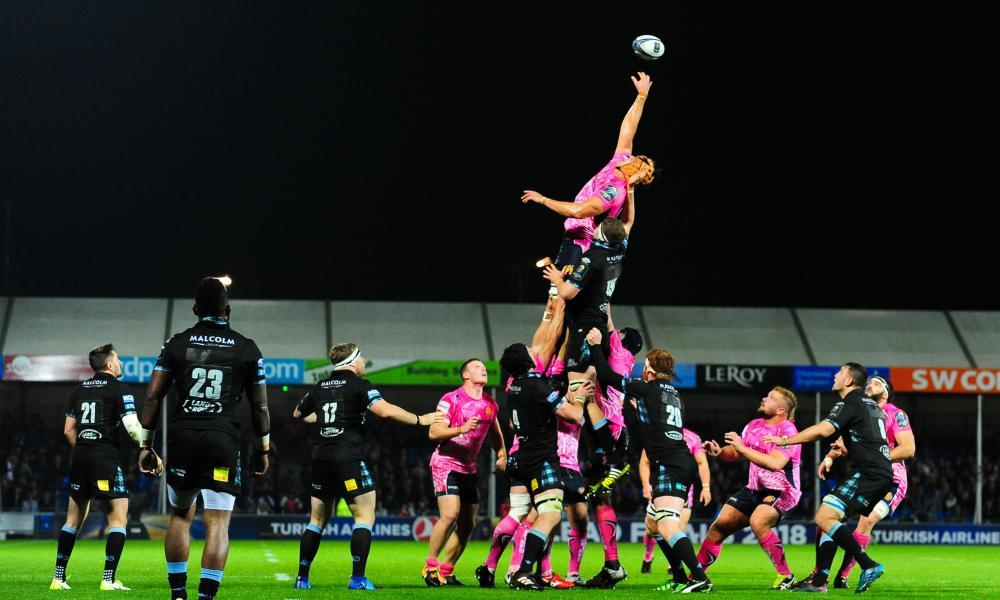 Ollie Atkins of Exeter Chiefs receives the ball in the lineout against Glasgow Warriors