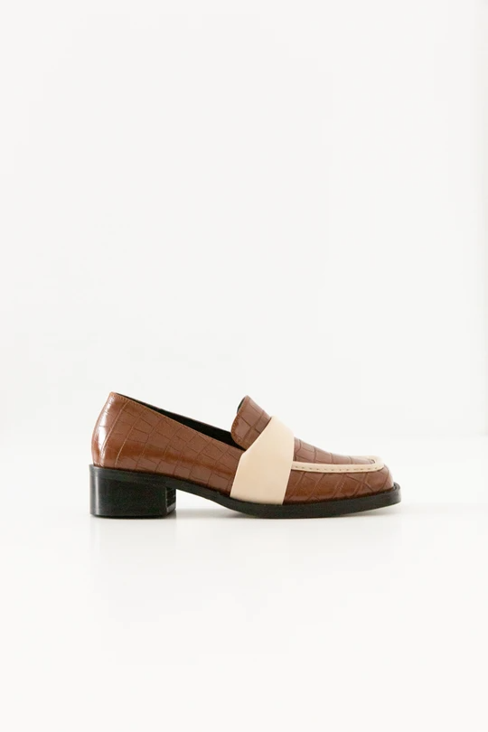 "<br><br><strong>Pêche</strong> Tacy Loafers, $, available at <a href=""https://go.skimresources.com/?id=30283X879131&url=https%3A%2F%2Fshop-peche.com%2Fcollections%2Fshoes%2Fproducts%2Ftacy"" rel=""nofollow noopener"" target=""_blank"" data-ylk=""slk:Pêche"" class=""link rapid-noclick-resp"">Pêche</a>"