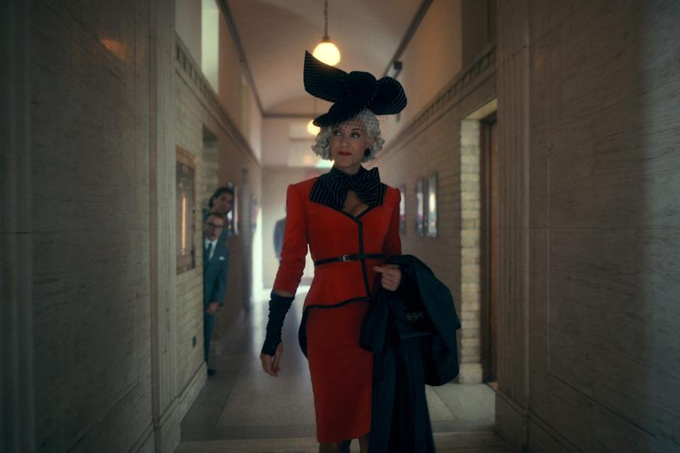 THE UMBRELLA ACADEMY KATE WALSH as THE HANDLER in episode 202 of THE UMBRELLA ACADEMY Cr. COURTESY OF NETFLIX/NETFLIX © 2020