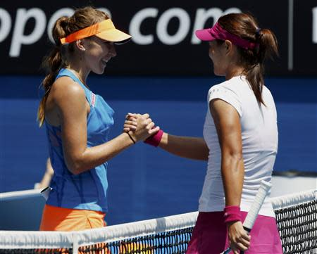 Li Na (R) of China shakes hands with Belinda Bencic of Switzerland after winning their women's singles match at the Australian Open 2014 tennis tournament in Melbourne January 15, 2014. REUTERS/Jason Reed