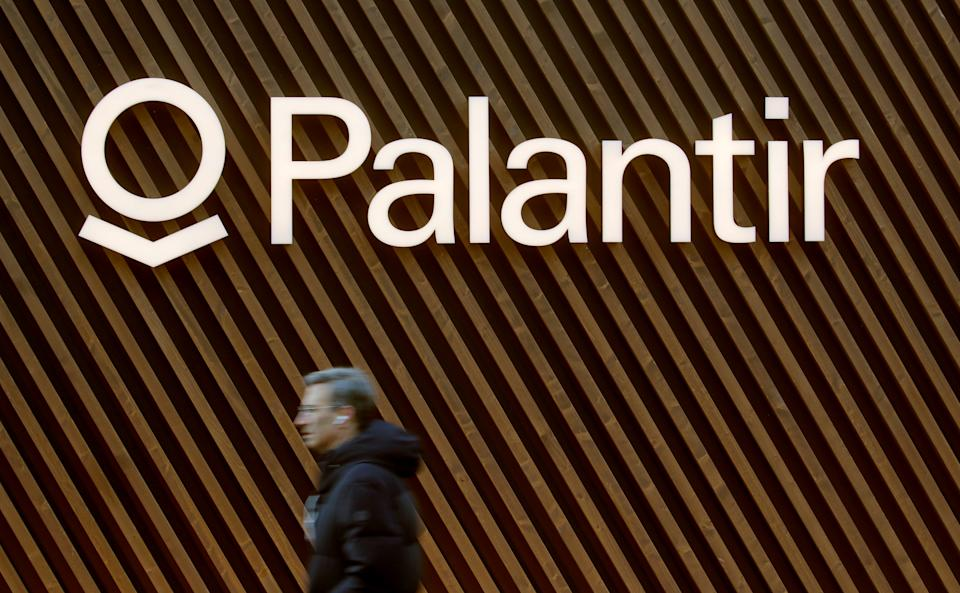 The logo of U.S. software company Palantir Technologies is seen in Davos, Switzerland Januar 22, 2020.  REUTERS/Arnd Wiegmann