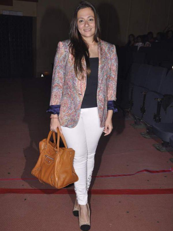 <p><strong>Avantika Malik</strong>: The star wife was seen mingling with her girlfriends at LFW. She looked pretty in a lovely skirt and blouse designed by Shehla Khan. Her hair although was messy, don't you think?</p>