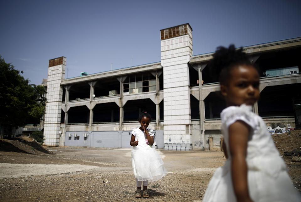 Girls from Eritrea play near the Central Bus Station on May 25. (Photo: Corinna Kern/Reuters)