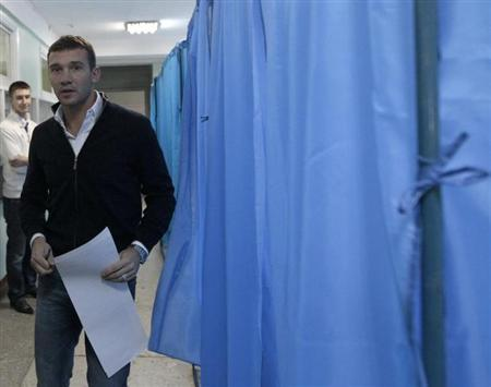 """Andriy Shevchenko, a former soccer player and member of """"Ukraine Forward"""" social democratic party, visits a polling station during the parliamentary elections in Kiev, in this October 28, 2012 file photo. REUTERS/Vasily Fedosenko"""