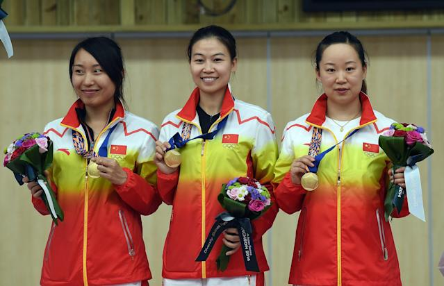 (L-R) China's Zhang Binbin, Yi Siling and Wu Liuxi with their gold medals after winning the women's 10m air rifle team final at the Asian Games in Incheon on September 22, 2014 (AFP Photo/Prakash Singh)