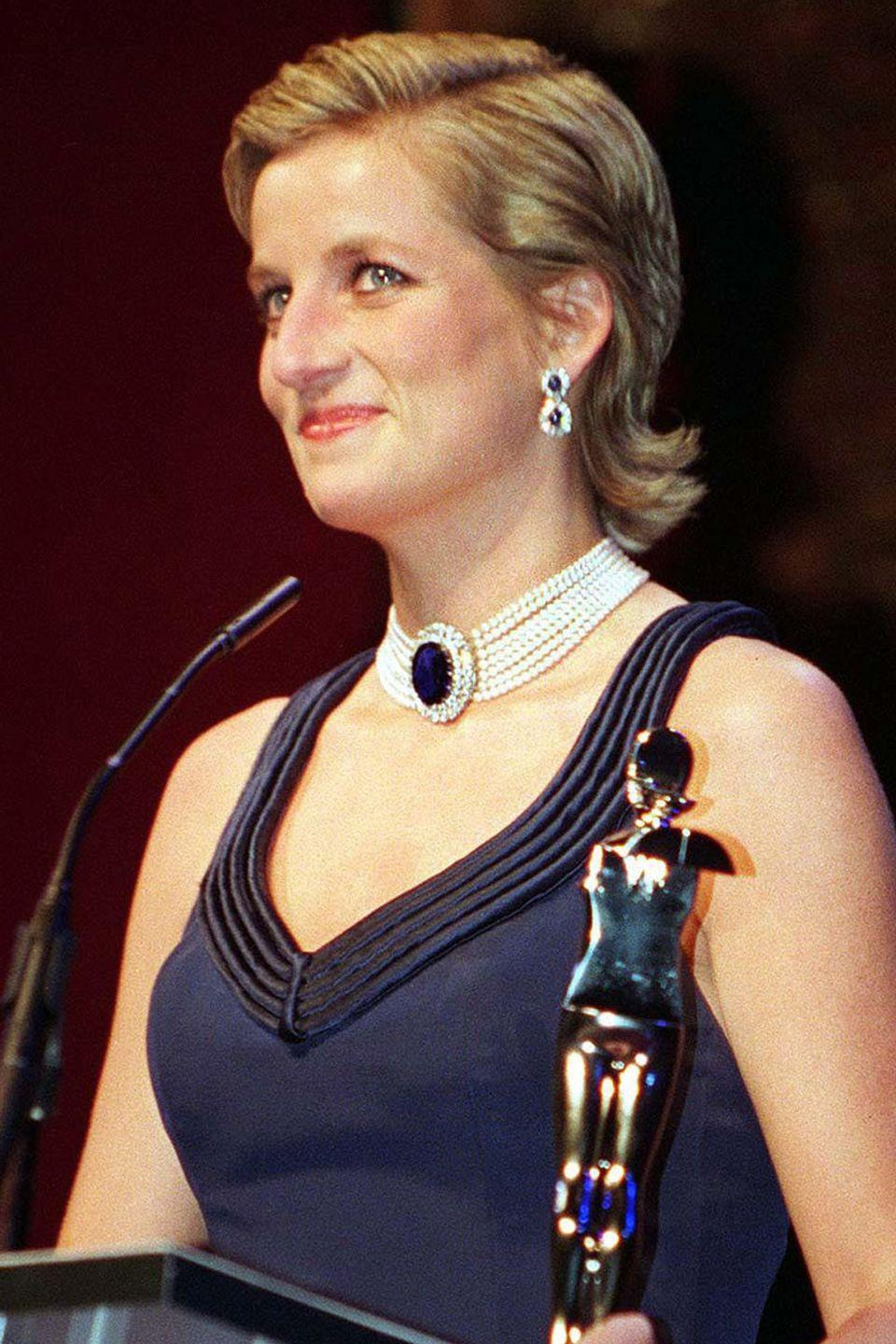<p>Slicked-back hair on Princess Diana in 1995.</p>