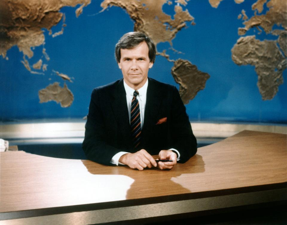 """Tom Brokaw anchors """"NBC Nightly News"""" in the early 1980s. (Photo: NBC/Courtesy: Everett Collection)"""