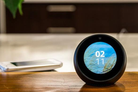 Un altavoz Amazon Echo Spot.