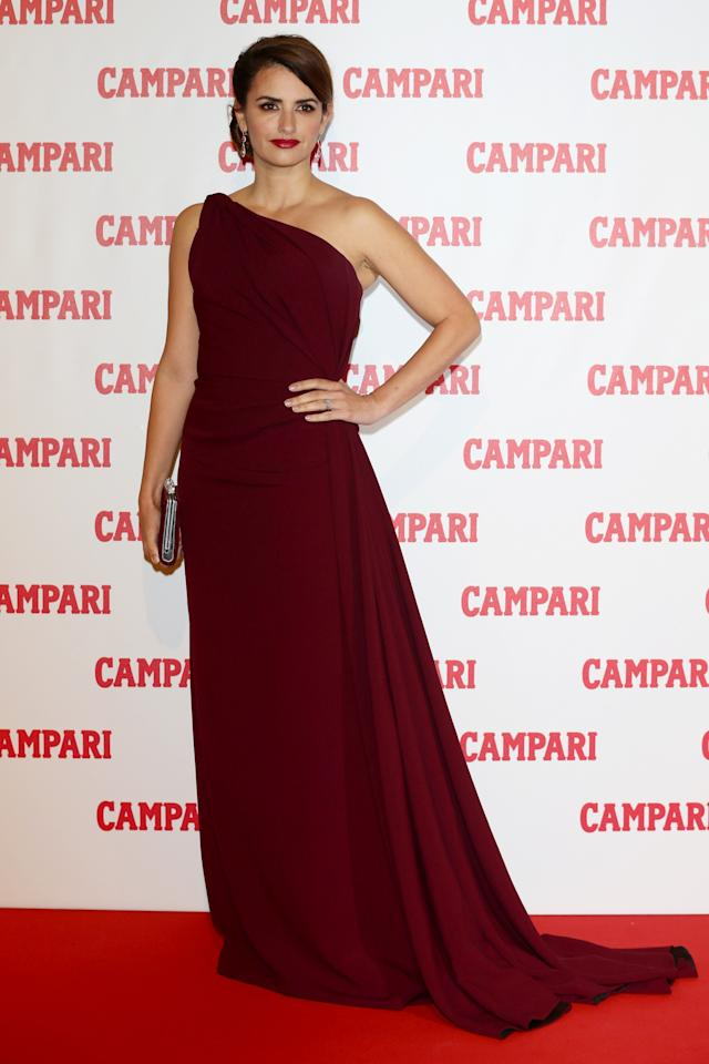 MILAN, ITALY - NOVEMBER 13: Actress Penelope Cruz attends the 2013 Campari Calendar unveiling cocktail party at the Campari Headquarters on November 13, 2012 in Milan, Italy. (Photo by Vittorio Zunino Celotto/Getty Images for Campari)