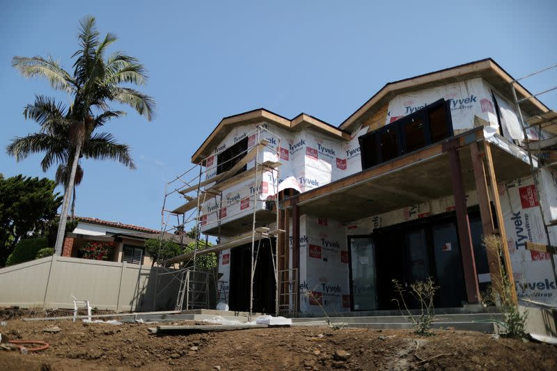 U.S. housing starts miss expectations; permits rebound strongly