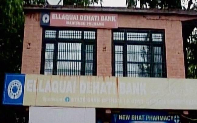 2 banks looted in as many hours in Kashmir's Pulwama, militant behind Monday's heist identified