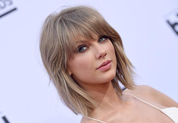 let s talk about the champagne blonde trend