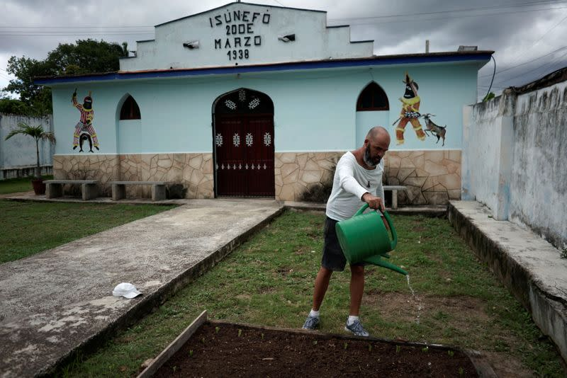 Facing crisis, Cuba calls on citizens to grow more of their own food