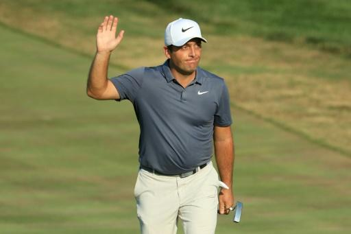 Molinari wins, Woods ties for 4th in National