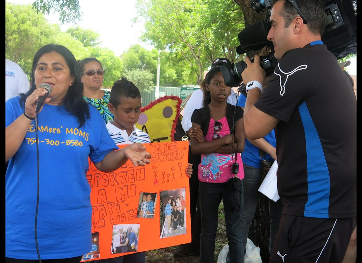 Immigrant families rally at detention center for Father's Day, call on Rubio, Diaz-Balart