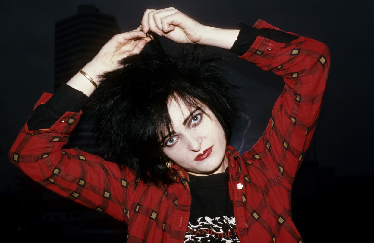 CANADA - NOVEMBER 01:  Photo of SIOUXSIE AND THE BANSHEES and Siouxsie SIOUX and SIOUXSIE & The Banshees; Siouxsie Sioux  (Photo by Peter Noble/Redferns)