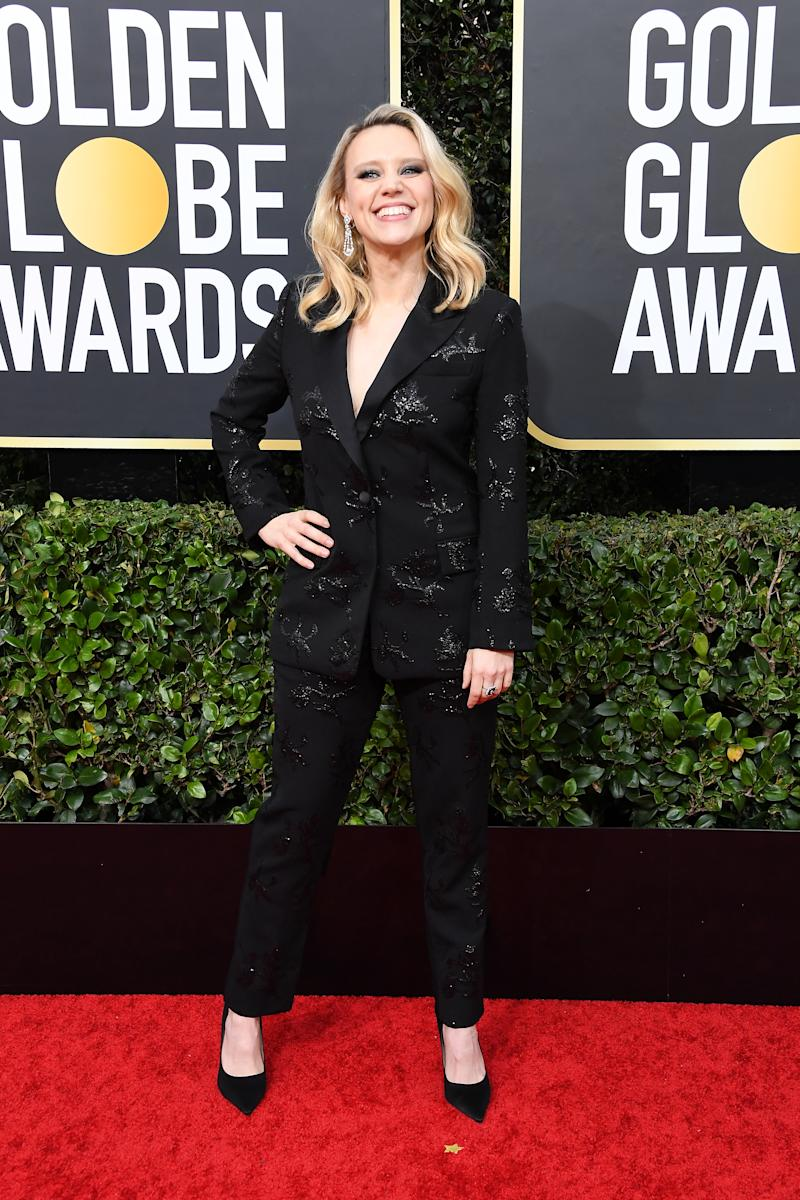 Kate McKinnon in a black suit at the 2020 Golden Globes