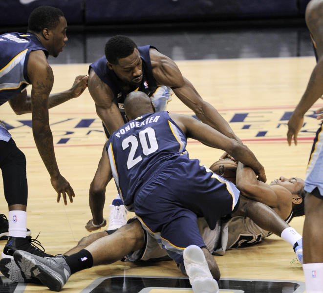 San Antonio Spurs' Kawhi Leonard, right, fights for a loose ball with Memphis Grizzlies' Quincy Pondexter (20), Tony Wroten, left, and Tony Allen during the second half of Game 1 of the Western Conference final NBA basketball playoff series Sunday, May 19, 2013, in San Antonio. San Antonio won 105-83. (AP Photo/Darren Abate)