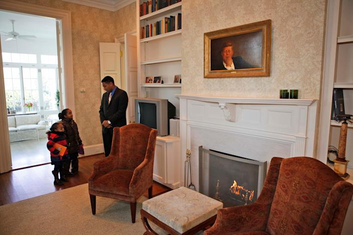 Elementary school children from the D.C. area got a tour of the the home in 2009. (Photo: ASSOCIATED PRESS)