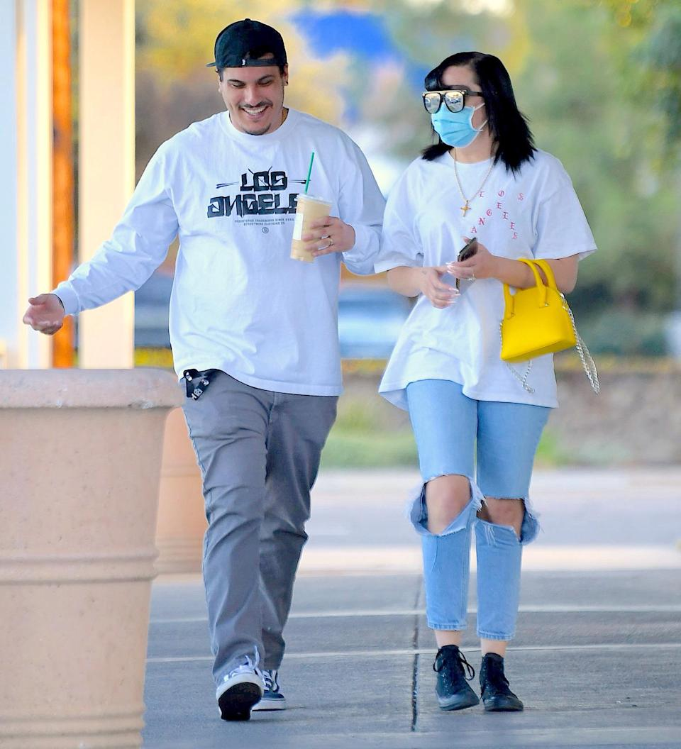 <p>Amanda Bynes and fiancé Paul Michael keep it light on Tuesday for a coffee walk in Calabasas, California. </p>
