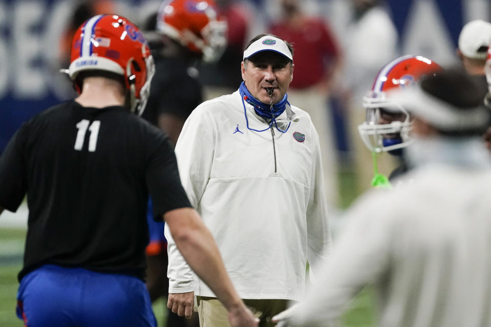 Florida head coach Dan Mullen speaks with players before the first half of the Southeastern Conference championship NCAA college football game between Florida and Alabama, Saturday, Dec. 19, 2020, in Atlanta. (AP Photo/John Bazemore)